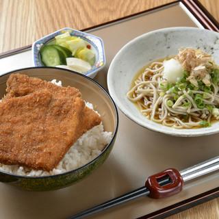福井ポークのソースかつ丼と福そばおろし蕎麦セット…1034円