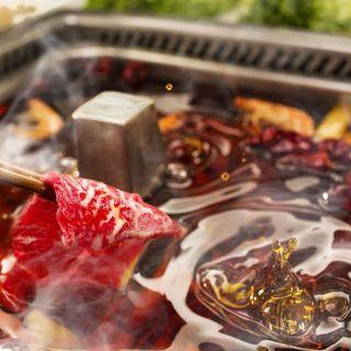 多彩な調味料と選べるお鍋で自分好みのオリジナル火鍋が楽しめる