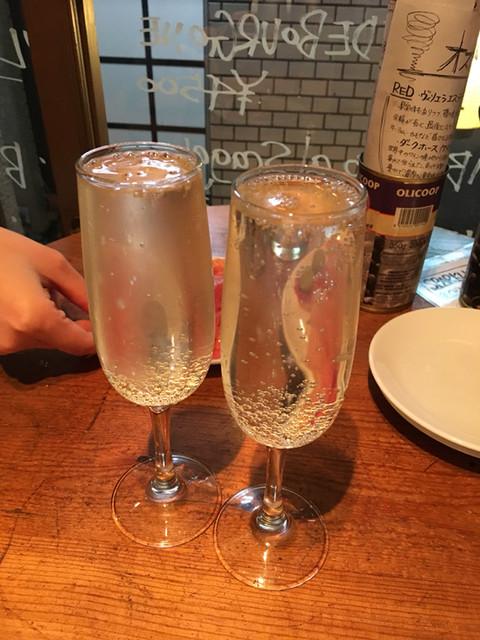 東京ブッチャーズ - スパークリングワイン(500円/1杯)