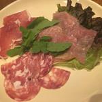 伊勢佐木町 ハイジのチーズが食べられるイタリアン Taverna Bar Orso - 生ハムサラミ盛り合わせ700円
