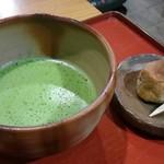 ポン ムヴァン - 料理写真:抹茶(和菓子付)
