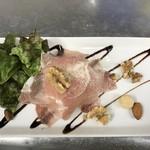 魚介料理 海 - 海風生ハムサラダです