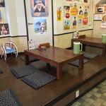 すさき駅前食堂 - すさき駅前食堂(高知県須崎市原町)店内・小上がり席