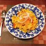 鎌倉パスタ - サーモンマリネのフィットチーネ うにクリームソース