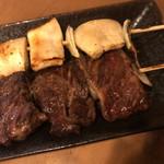 焼とり弁慶 - センポコ(100円)、牛サガリ(220円)