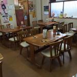 橋本食堂 - 橋本食堂(高知県須崎市横町)店内・テーブル席