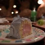 63610629 - ストロベリームースのロールケーキ