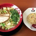 まこと屋 - 料理写真:黄金半チャーハン定食