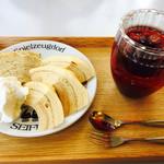 カフェ ティッペル - アイスフルーツティー&バームクーヘン