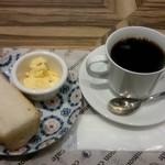 common cafe - こだわりブレンドコーヒー:410円、バゲットサービス