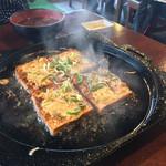 国八食堂 - 豆腐鉄板焼き一人前