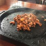 国八食堂 - ホルモン鉄板焼き一人前