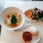 和良自由が丘工房&WARA CAFE - ごろっと野菜のスープランチと、食べ放題の米粉パン