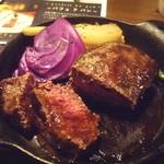 塊肉ステーキ&ワイン Gravy'sFactory - イチボステーキ(1058.4円)
