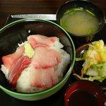 海鮮館どんどん亭 - ブリ丼(味噌汁つき、500円)