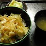 海鮮館どんどん亭 - 白えびかき揚げ丼(味噌汁つき、500円)