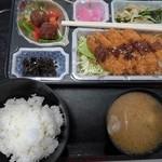 いかや亭 - 料理写真:日替弁当上(ライス普通盛)&味噌汁