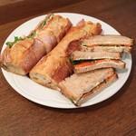 エスプリ・ド・ビゴ - ル・マタンで提供されていたサンドイッチの一部。ここから自分のお皿に好きなだけ持って行きます。この日は他に食パンのサンドイッチとラスクがありました。