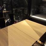 63627802 - フードコートの中のお店なんで共用のスペースから席を確保しベルを貰って商品の出来上がりを待ちました。