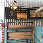 idobata - 看板と本棚
