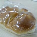 亀井堂 - クリームパン できたてなので袋が雲ってますw