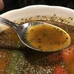 アジアン食堂 スーリヤ - スープはこんな感じ