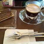 ムッシュ - イートインしたときの写真、ケーキはチョコレート