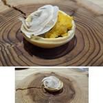 63639323 - ◆前菜①・・一口サイズ程度。 唐津の赤雲丹と薄くスライスしたマッシュルーム、下はフロマージュチーズとタルト。 チーズと雲丹の味わいが重なり美味しい。