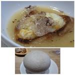 63639378 - ◆前菜③・・チーズトースト入りオニオングランスープ、春トリュフ添え。 丁寧に作られた「オニオングランスープ」が玉ねぎの甘みを感じて美味しい。