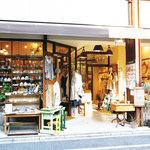 ムモクテキカフェ - 1階はmumokutekiの雑貨屋です。カフェへは奥の階段を2階へ!