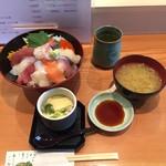 63641433 - 海鮮丼1,060円