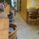 カレーお出汁らーめん宮麺 - 右奥にテーブル席あります
