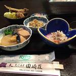 料理民宿 田崎荘 - 料理写真:セッティングしてあった夕飯