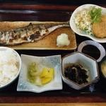 お食事処 利 - 日替り定食(アジ塩焼き&ミンチカツ)@700