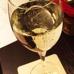 63649299 - 乾杯のスパークリングワイン