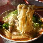 ラーメン藤 守山店 - 塩チャーシューメン(750円)です、麺は中細麺でこんな感じ