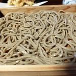 萬乃助 - 中太の麺です