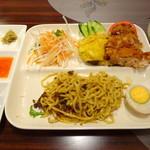 63653077 - 海南チキンと汁なし麺のセット