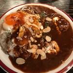 カレー屋アカマル - ハヤシライス980円+トッピング目玉焼き150円