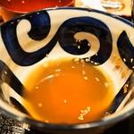 蕎麦とラー油で幸なった。 - 〆は汁に「そば湯」を入れて飲む