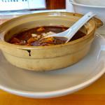 ゆうき屋 - 麻婆豆腐は小さい土鍋できますから熱々です【料理】