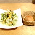 03 slow cafe - サラダと自然発酵プチパン!!(((o(*゚▽゚*)o)))