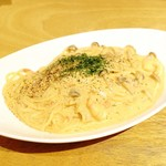 03 slow cafe - 小エビとキノコのトマトカルボナーラ!!ヾ(o´∀`o)ノワァーィ♪
