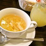 6366316 - スペシャルサラダランチのスープとドリンク