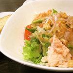 グラッツェ ミーレ - スペシャルサラダランチのサラダとバゲット
