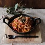 粗びきソーセージと彩り野菜の鉄板ナポリタン