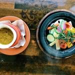 コンシールカフェ・サクラガオカ - 旬野菜の香草タジン蒸し バーニャカウダ