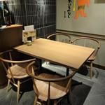 九州博多料理 もつ鍋 幸 - 4人 用 テーブル席。