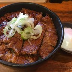 炭焼豚丼 豚野郎 - 小豚丼税込500円、ご飯200g豚肉150g