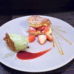 コントワール15 - 熊本県産苺のミルフィーユ、ピスタチオのアイスクリーム